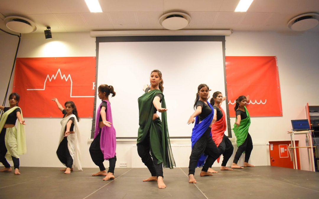 indiske dansere optræder